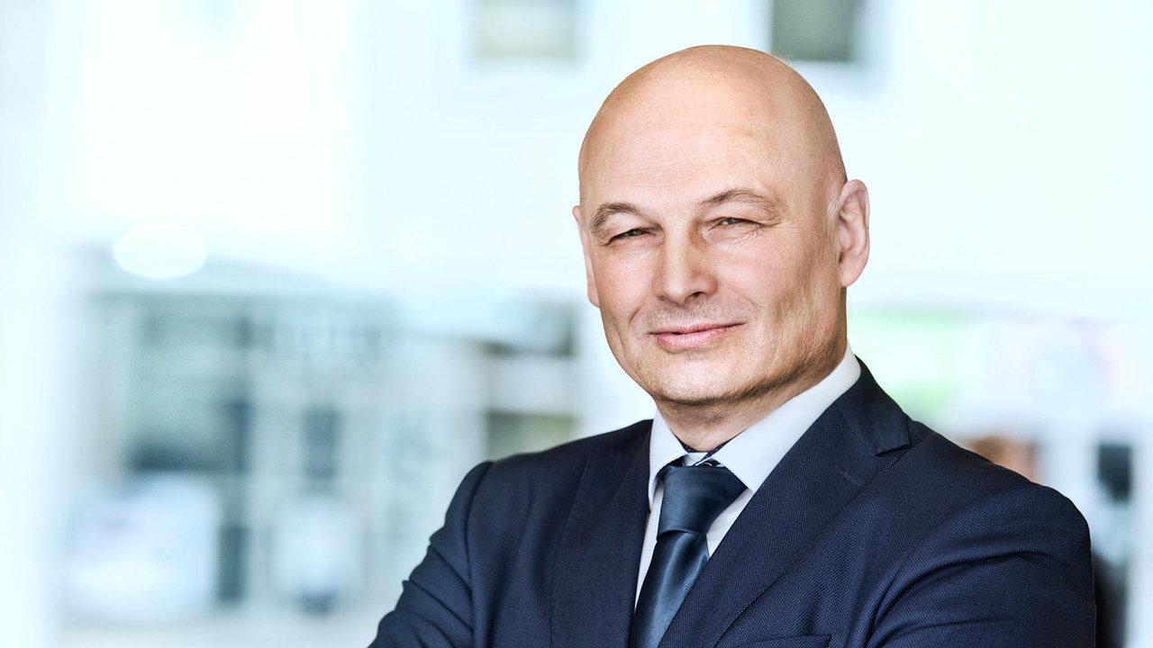V úterý má narozeniny Oldřich Dědek (66), člen bankovní rady České národní banky.