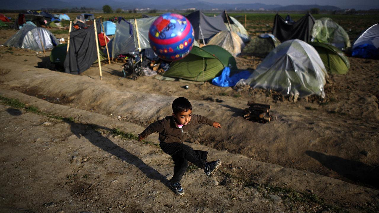 Podle kritiků ministr Jan Hamáček jen hledá záminky, proč uprchlíky nepřijmout.