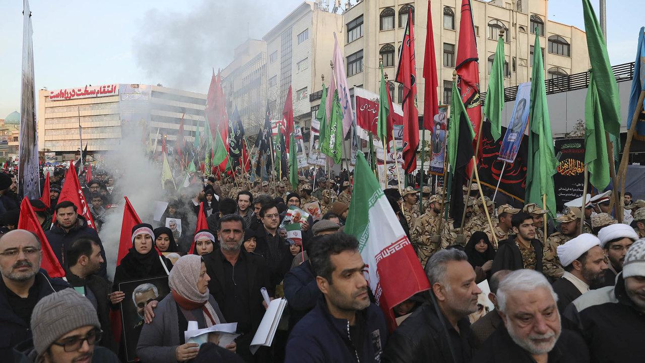 Davy Íránců se v ulicích loučily se zabitým velitelem.