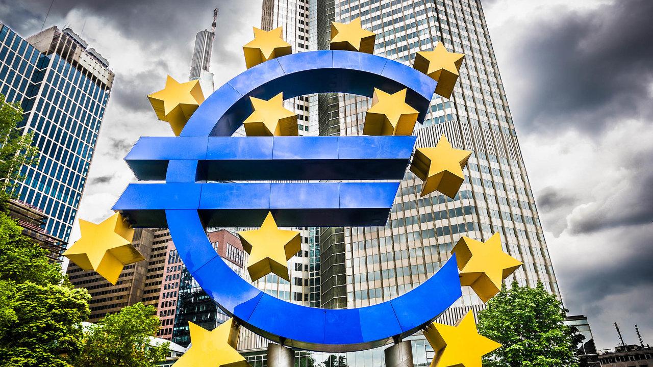 Centrum evropského finančnictví. Německý ústavní soud posoudil postup Evropské centrální banky při nákupu vládních dluhopisů (její budova nasnímku) jako nesprávný.