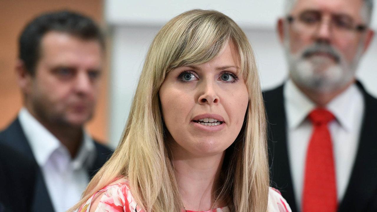 Poslankyně Hana Aulická Jírovcová (KSČM) změnila názor až pokritice zestrany daňových poradců azástupců zaměstnavatelů.
