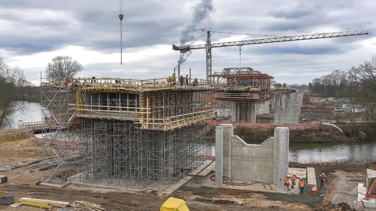 Až 157. místo patří Česku vaktuálním žebříčku Světové banky, který porovnává rychlost povolování stavebbezmála ve dvou stovkách zemí.