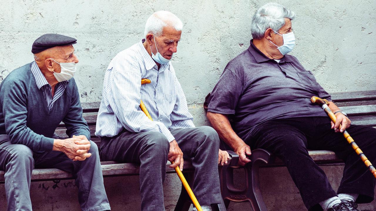 Ochraňme starší: Státy by měly oddělit lidi starší 50let odtěch mladších, radívědci.