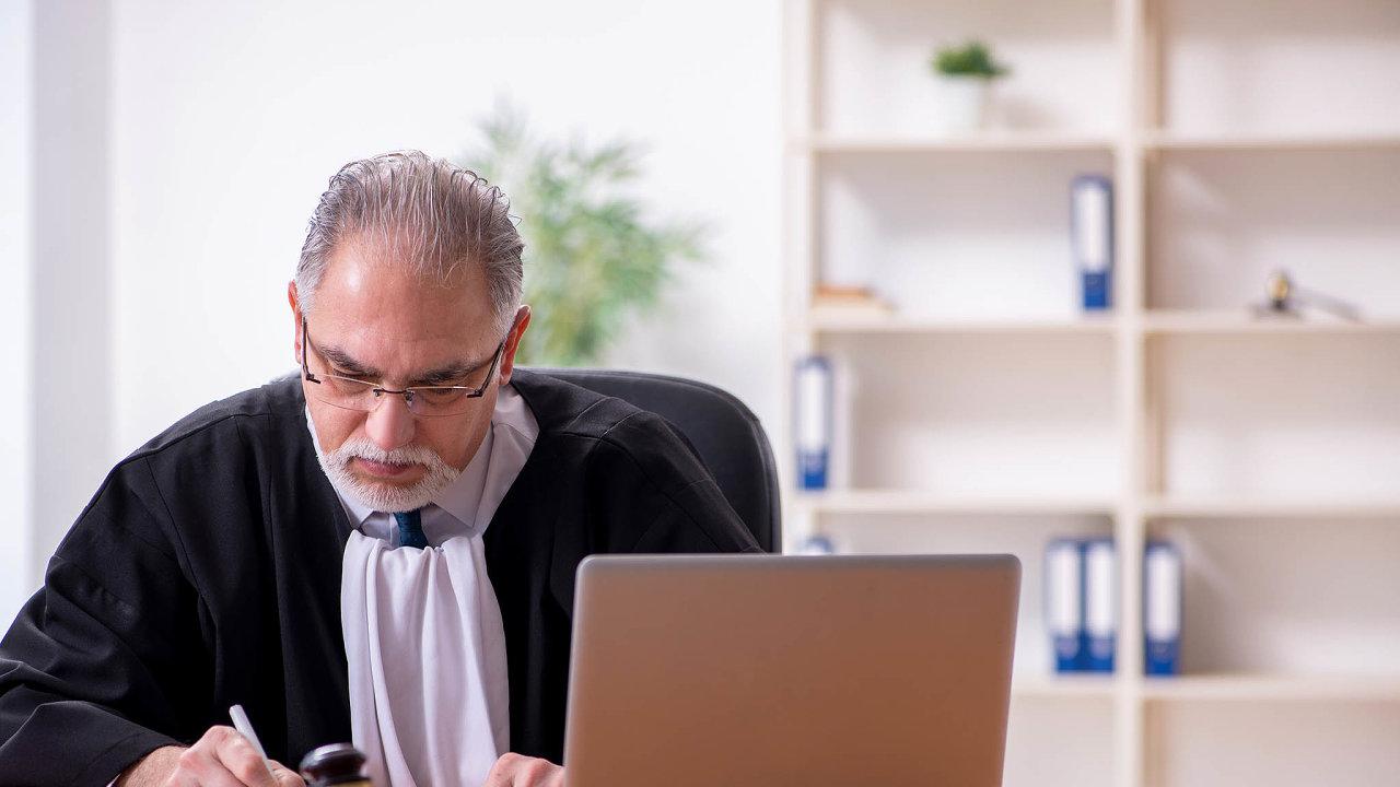 Soud přes internet. VČesku se uskutečnilo několik kompletních soudních líčení formou on-line. Bylo to ale možné jen ujednoduchých případů.