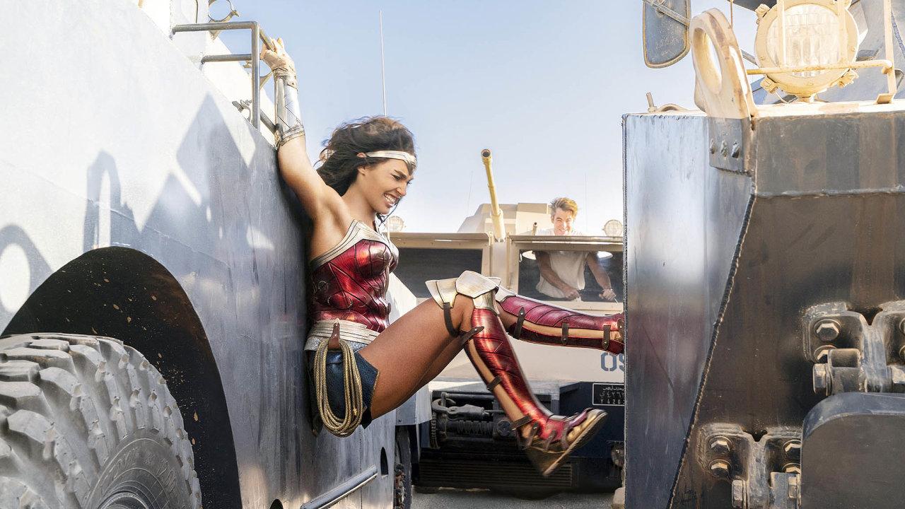 Premiéra nového snímku Wonder Woman 1984 od amerického studia Warner Bros. bude vUSA vysílána souběžně vkinech ion-line.