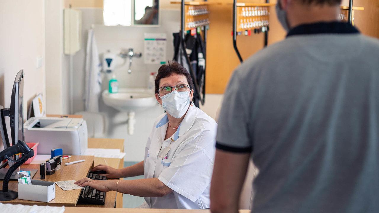 Fakultní nemocnici Brno vznikla při březnovém kybernetickém útoku škoda vdesítkách milionů korun. Nemocnice přišla oněkterá administrativní aekonomická data nebo oobjednávkový systém udárců krve.