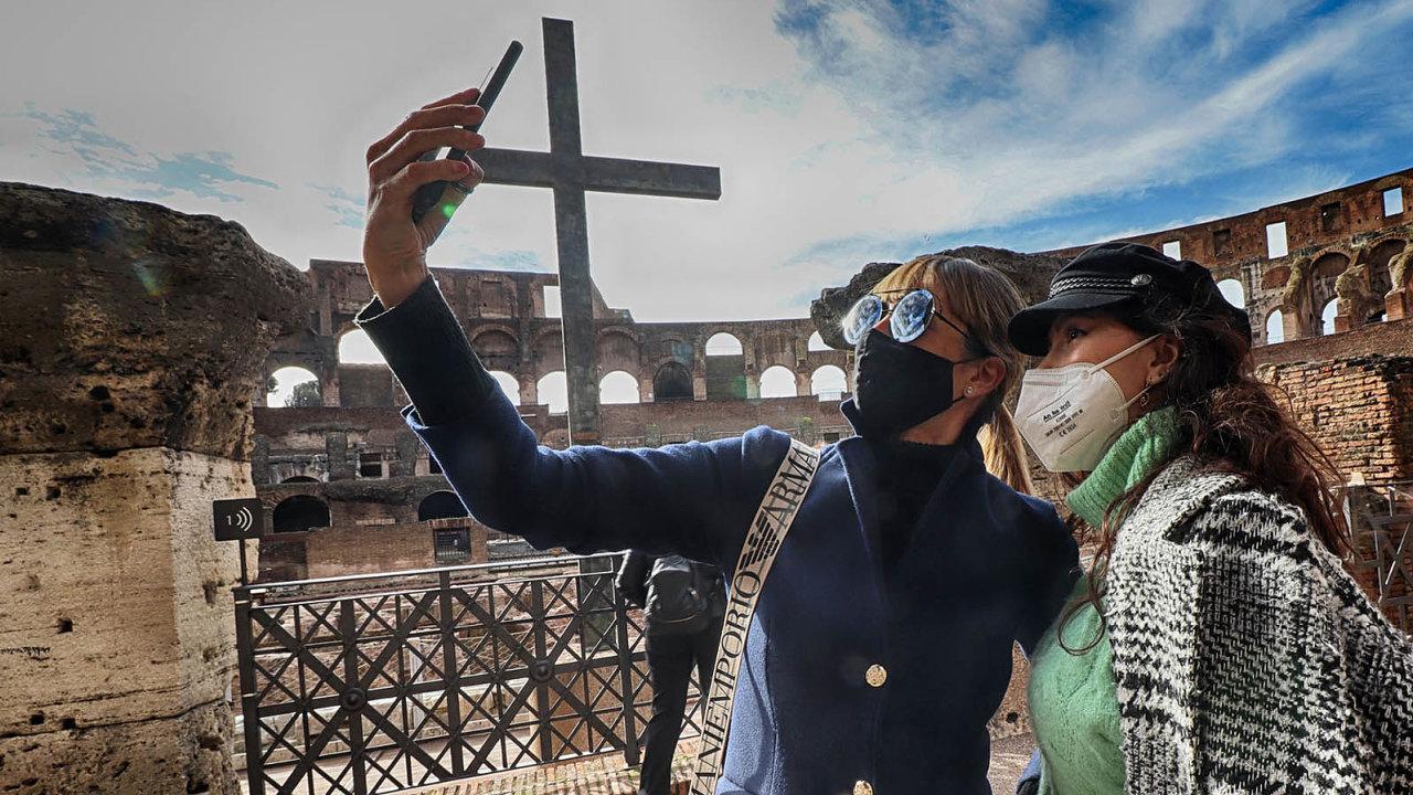 Příležitost navštívit římské památky bez davů zahraničních turistů si nejvíce užívají sami Italové.
