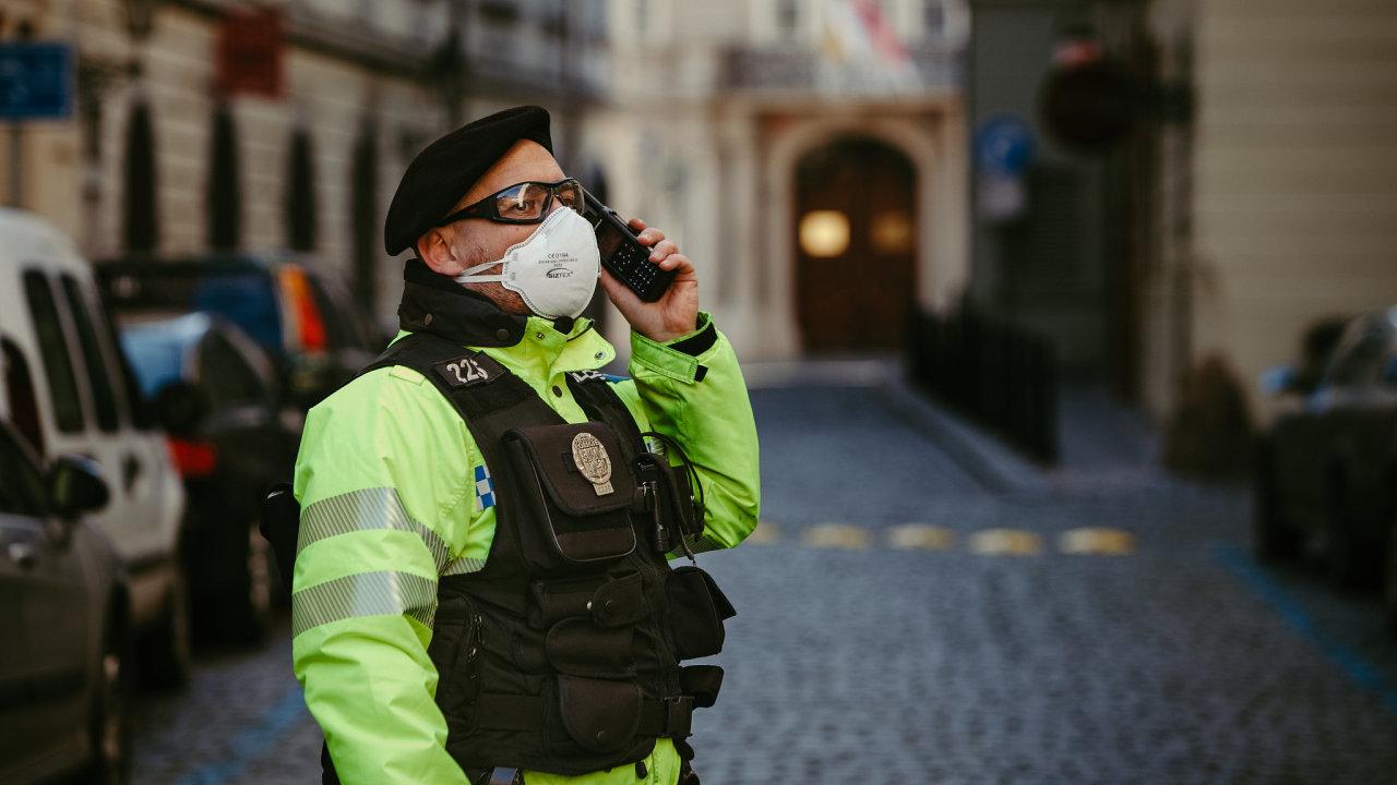 Policisté budou zároveň o Velikonocích provádět kontroly dodržování vládních opatření jako o běžném víkendu