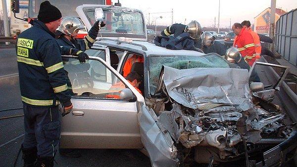 Ceny povinného ručení letos mírně zlevnily, průměrně řidič za pojištění zaplatí 2764 korun - Ilustrační foto.