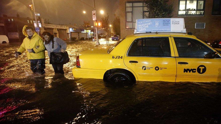 Zaplavené ulice v Brooklynu.