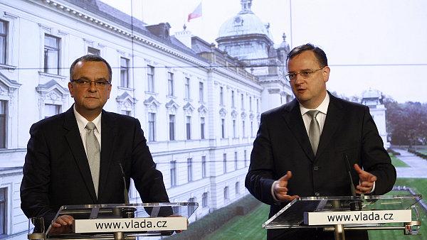 Ministr financ� Miroslav Kalousek (TOP09) a premi�r Petr Ne�as (ODS).