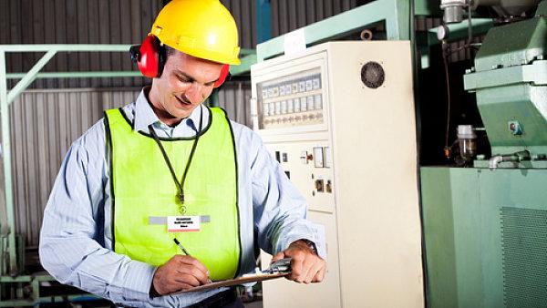 Bezpečnost práce zahrnuje i ochranné pomůcky. Ilustrační foto