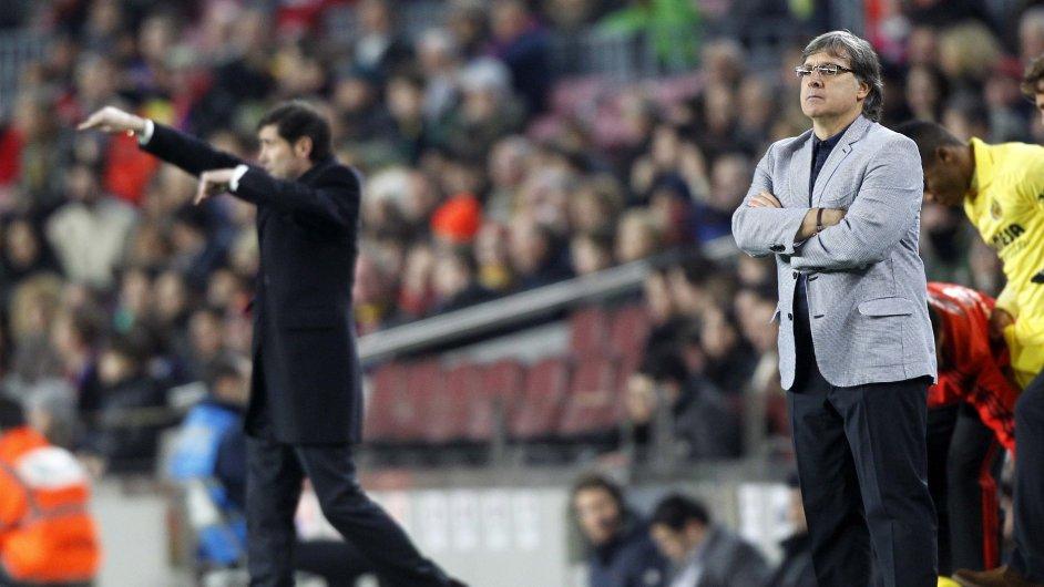 Trenér Martino na lavičce Barcelony