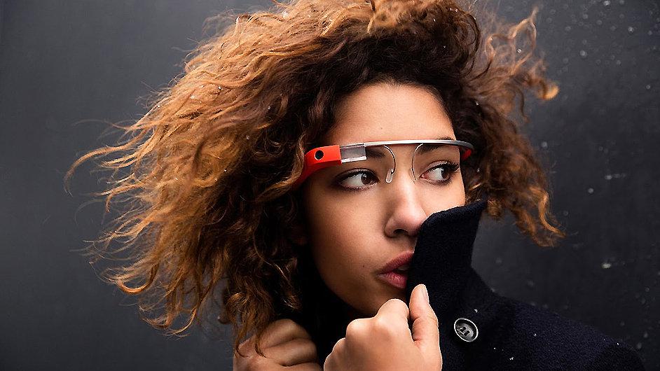 V českých kinech se Google Glass zatím nosit nezakazují.