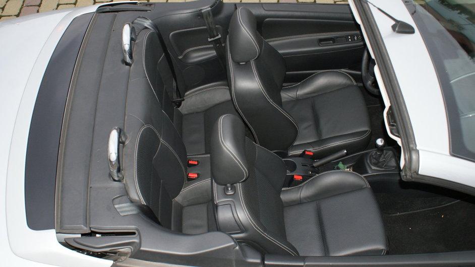Peugeot 207 CC se staženou střechou