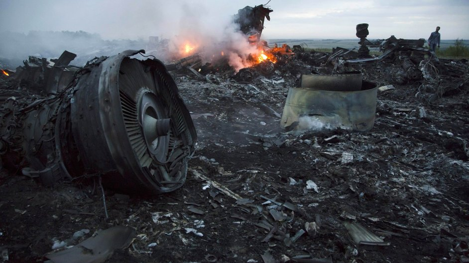 Trosky letadla Malaysia Airlines MH17 sestřeleného nad východní Ukrajinou
