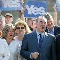 ��f Skotsk� n�rodn� strany Alex Salmond (uprost�ed)