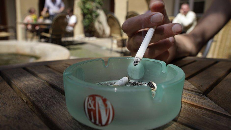 Ministerstvo zdravotnictví chce kouření v restauracích zakázat pod hrozbou sankcí od roku 2016.