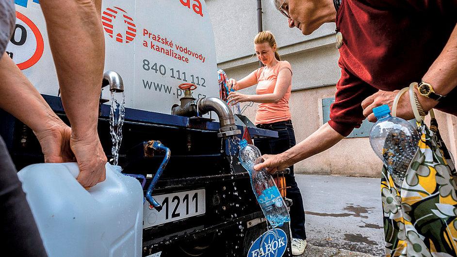 V Pražských vodovodech a kanalizacích už vědí, co způsobilo znečištění pitné vody v Dejvicích.