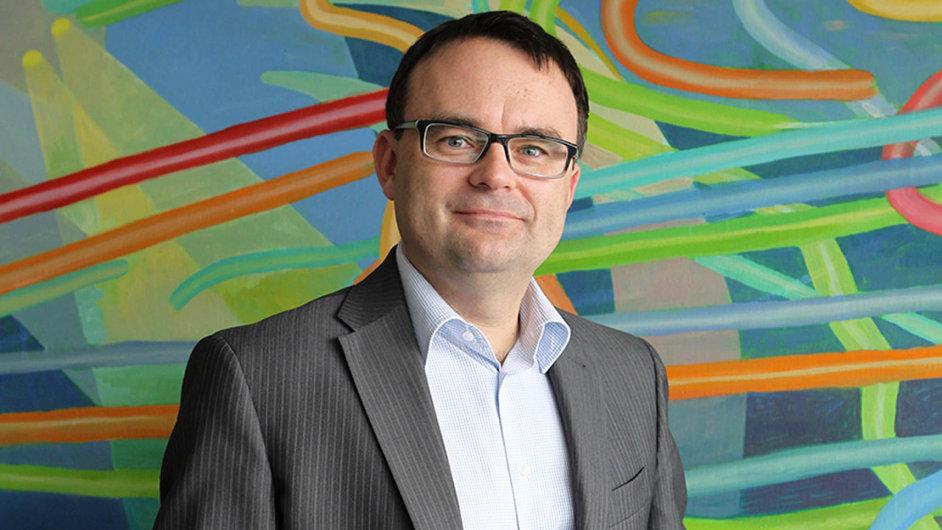 Tomáš Síkora. Výkonným ředitelem asociace je od roku 2006. Na VŠE studoval mezinárodní vztahy, bankovnictví a pojišťovnictví. Je znám v poradenské i pojišťovací branži.