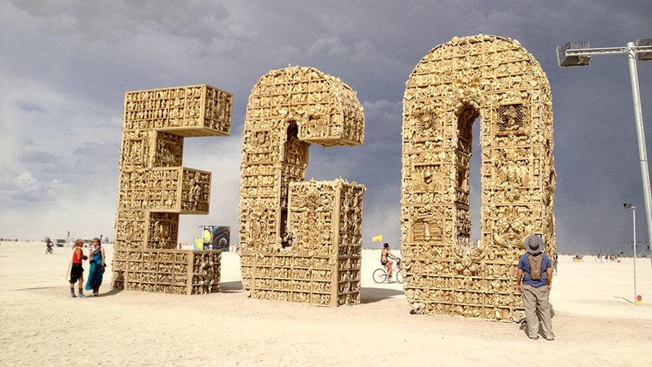 Loňská výška sochy muže, která na závěr festivalu vzplála, byla 30 metrů. V roce 1986 to byly necelé tři metry.