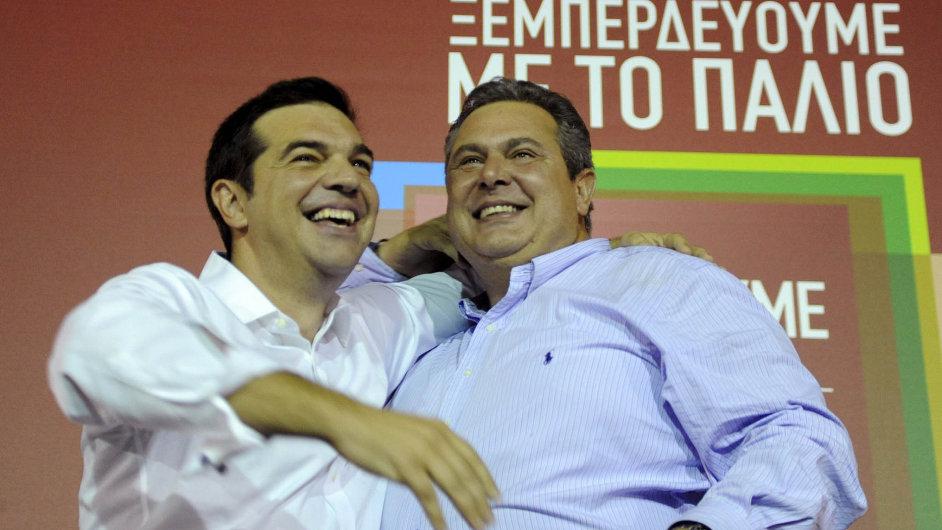 Šéf Syrizy Alexis Tsipras (vlevo) a předseda koaliční strany Nezávislí Řekové Panos Kammenos.