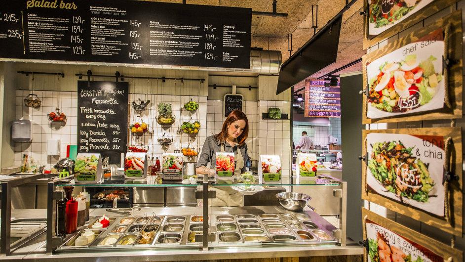 Největší gastronomická základna napražském Starém Městě poslouží odsnídaní povečeře.