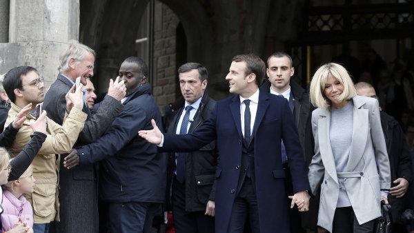Emmanuel Macron se svou ženou