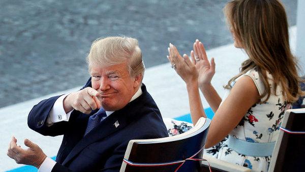 Emmanuel Macron si podupával do rytmu kapely Daft Punk. Trumpa vystoupení nepobavilo.