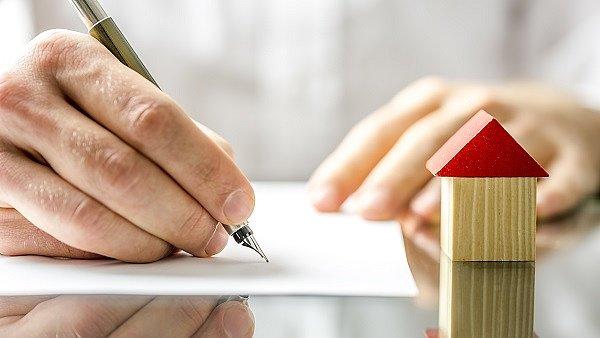 O hypotéku žádá stále více lidí. Bojí se otálet.