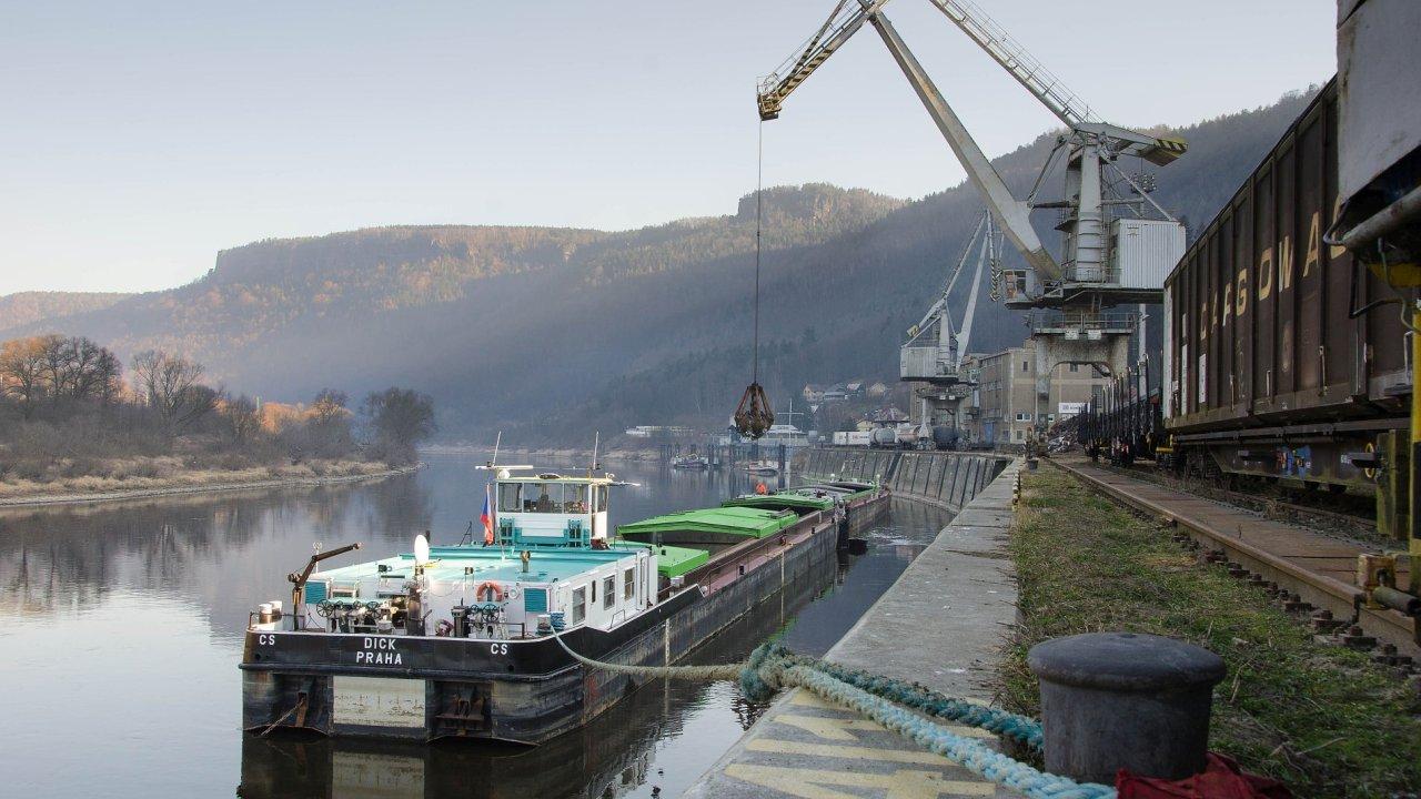 Až 15 miliard korun bude Česko investovat do vodní dopravy. Podle Ředitelství vodních cest se jedná o potřebné projekty - Ilustrační foto.