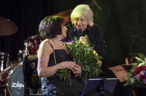 Marta Kubišová naposledy zazpívala v Praze, rozloučit se s ní přišli Neckář, Bílá i Langerová