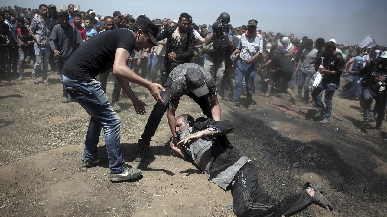 Izraelská střelba při protestech v Gaze má desítky obětí.