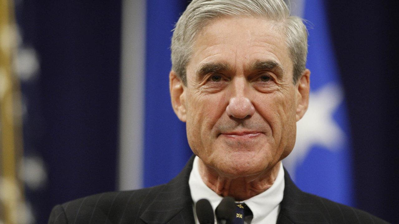 Robert Mueller je odhodlán vyslechnout osobně Donalda Trumpa. Dokonce uvedl, že nedostaví-li se prezident dobrovolně, předvolá si jej soudně.