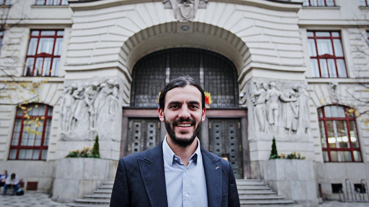 Jiří Pospíšil (TOP 09) požaduje odchod náměstka primátora pro dopravu Adama Scheinherra (Praha sobě, na snímku).