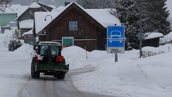 Sněhová kalamita v Rakousku a Bavorsku bude nejspíš pokračovat.