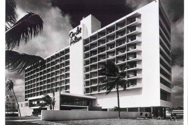Slavný hotelový řetězec Hilton slaví 100 let. Hotely založené Conradem Hiltonem fungují ve 113 zemích světa