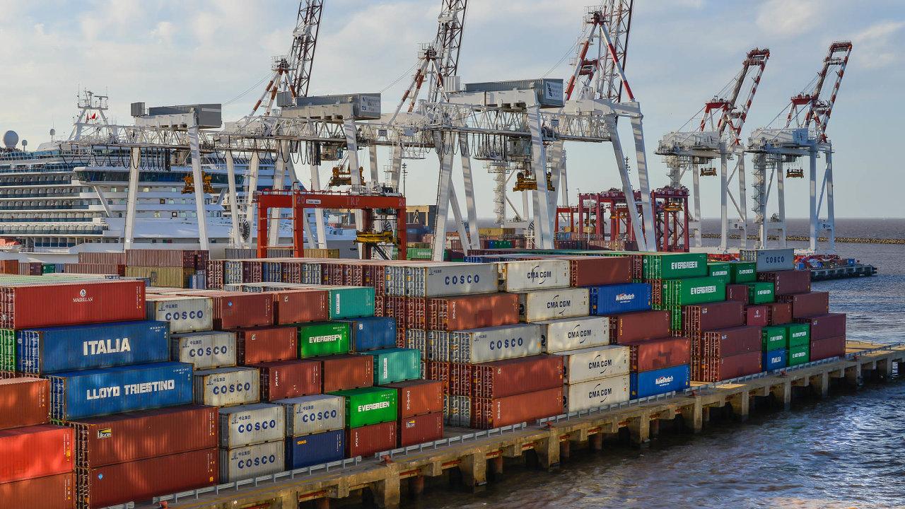 Možnost proniknout najihoamerické trhy doposud silně omezovala vysoká cla. Na snímku přístav v argentinském Buenos Aires.