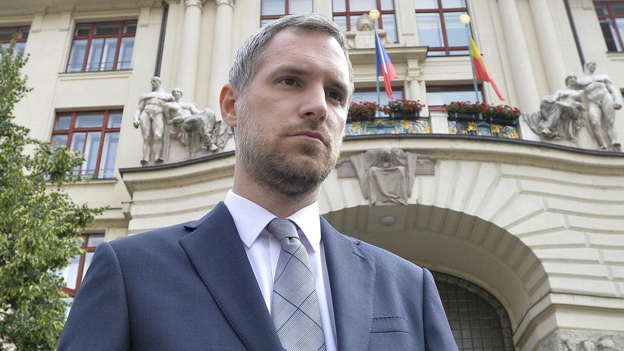 Primátor Zdeněk Hřib (piráti) vpondělí překvapil zástupce Spojených sil pro Prahu aPrahy sobě, když navrhl odvolat ředitele městské společnosti Pražská plynárenská Pavla Janečka. Ti mu to zamítli.