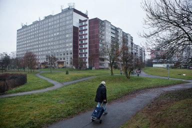 Naokraji Prahy platí lidé stejně vysoký nájem jako před pěti lety vcentru.