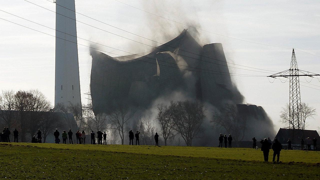 Odklon Německa od energie z uhlí v praxi: v únoru letošího roku šla k zemi elektrárna u města Castrop Rauxel v severním Porúří.