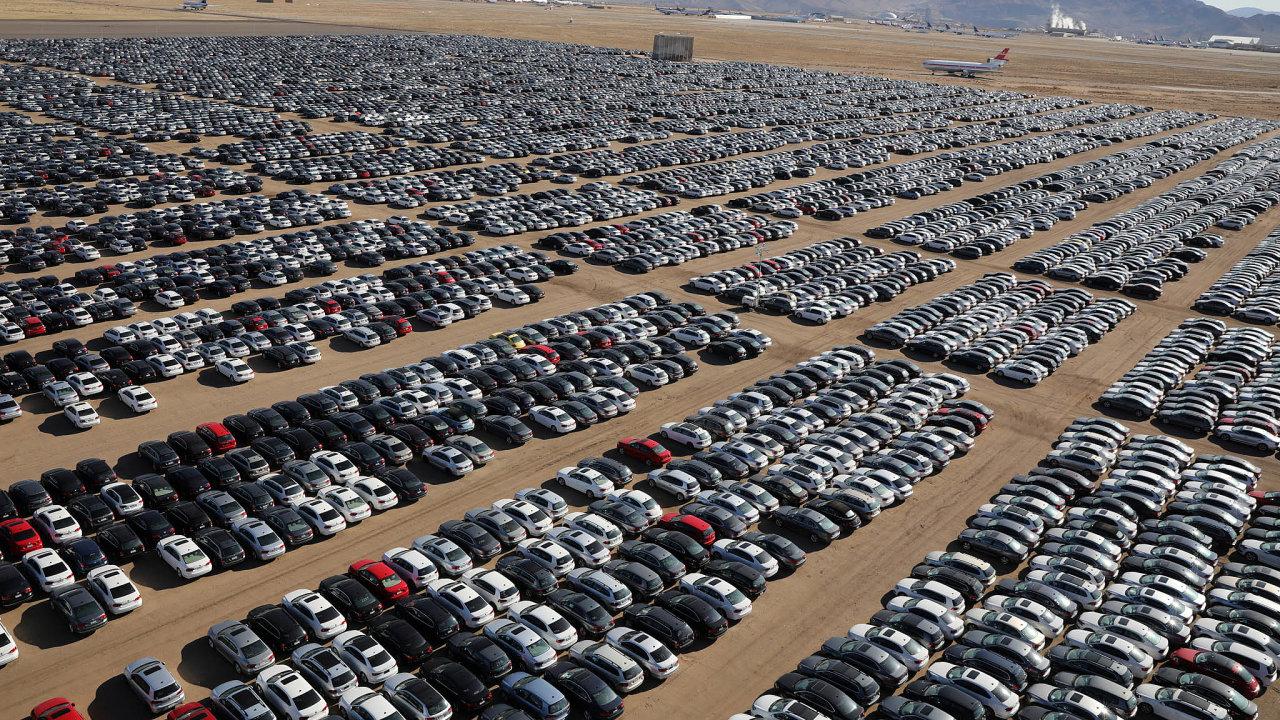 Odstavná parkoviště vUSA. Podle dosavadních informací VW vUSA sešrotoval již přes 100 tisíc aut spodvodným softwarem.