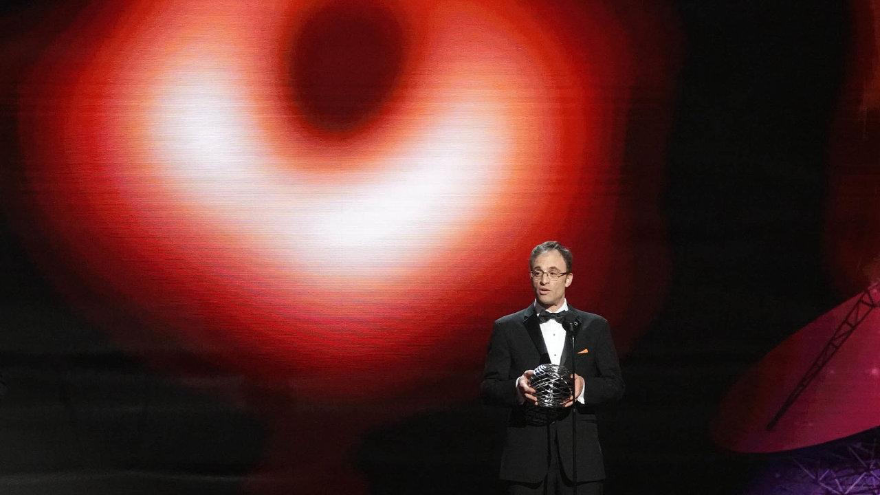 Sheperd S. Doeleman (52). Americký týdeník Time ho zařadil naseznam stovky nejvlivnějších osob světa letošního roku.