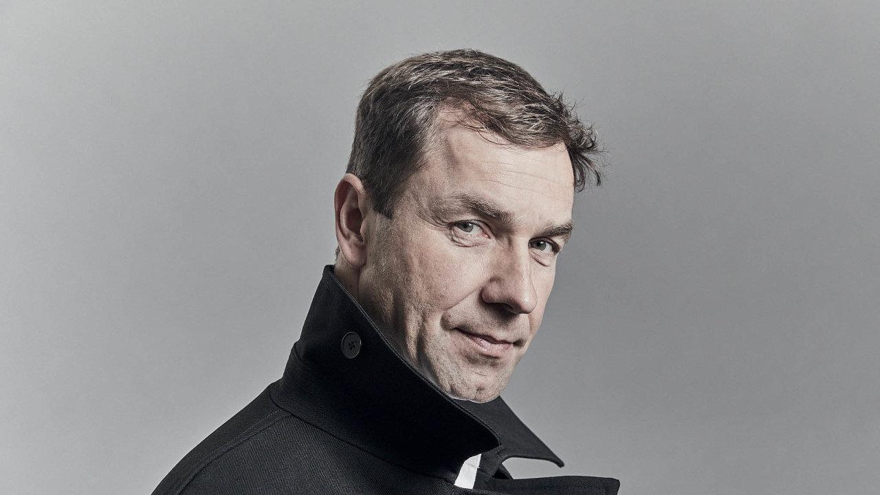 Mistr světa elitní letecké série Red Bull Air Race, mistr Evropy avicemistr světa vletecké akrobacii kategorie unlimited– freestyle Martin Šonka