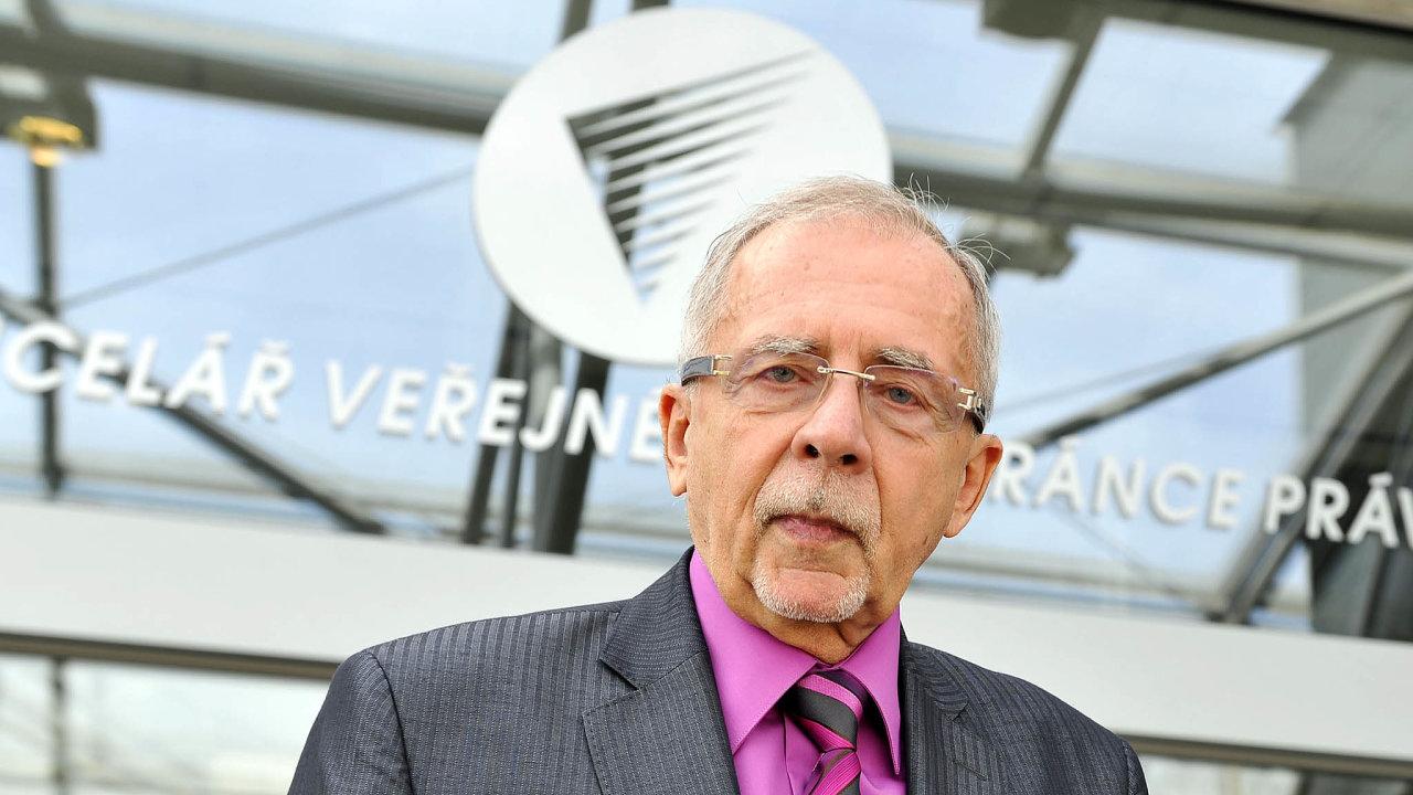 Bývalého poslance ČSSD azástupce ombudsmanky Stanislava Křečka včera vpodvečer zvolila sněmovna vpořadí čtvrtým českým ombudsmanem.