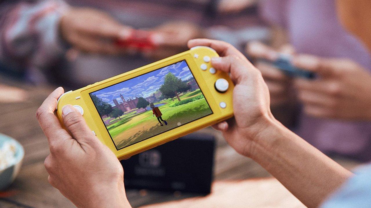 Nintendo Switch Lite je protipól hraní na mobilních telefonech