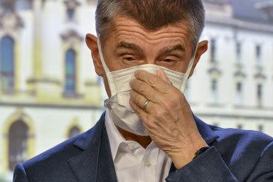 Premiér Andrej Babiš (ANO) považuje čtvrteční rozhodnutí soudu o zrušení čtyř mimořádných opatření ministerstva zdravotnictví za absurdní, ale respektuje ho.