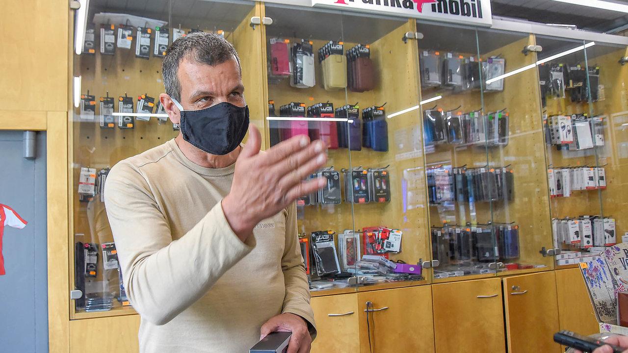 Podnikatel Petr Krahulec říká, že se mu nelíbí, že ostatní Karvinou očerňují. Opatření proti šíření koronaviru podle něj měla být akčnější.