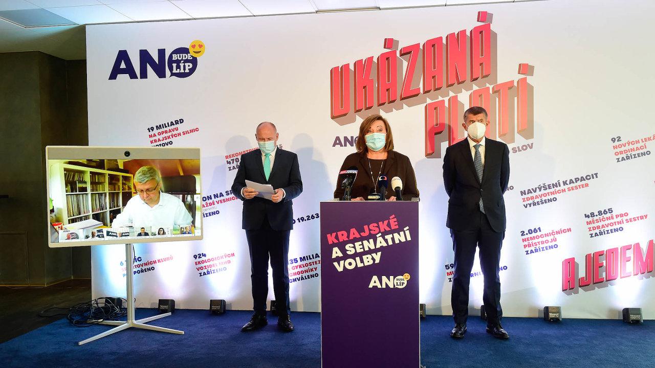 """ANO oficiálně spustilo kampaň kekrajským volbám. Sází vní nazdůraznění dřívějších úspěchů. Sloganem """"Ukázaná platí"""" může hnutí odkazovat navykládání karet nastůl před voliči."""