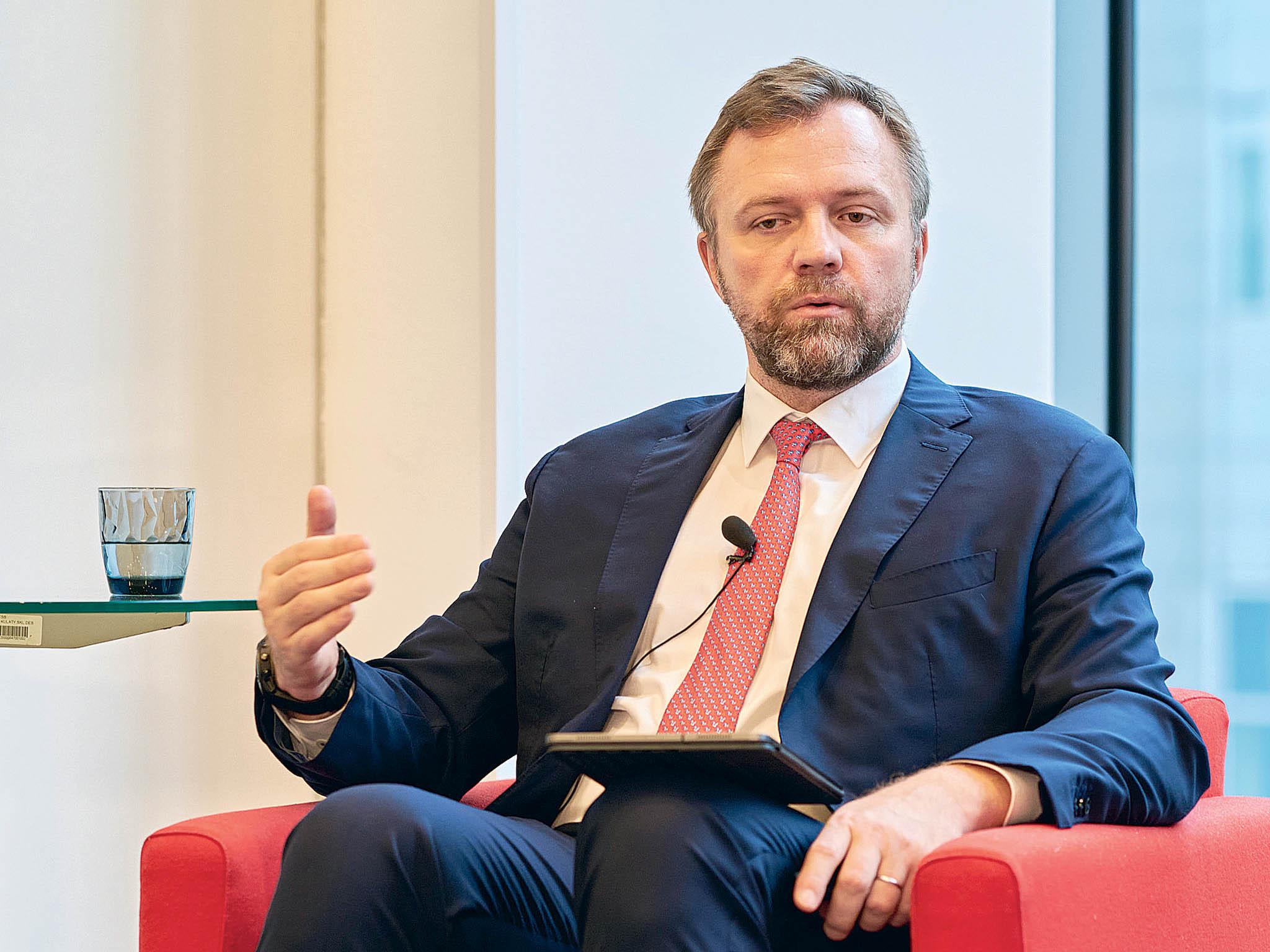 Komerční banka se zavázala financovat projekty obnovitelných zdrojů energie 120 miliardami eur, uvedl předseda představenstva agenerální ředitel Komerční bankyJanJuchelka.